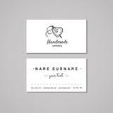 Handmade идея проекта визитной карточки мастерской Handmade логотип мастерской с сердцем и иглой Год сбора винограда, битник и ре Стоковые Фотографии RF
