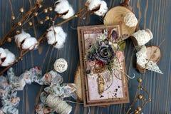 Handmade карточка с dreamcatcher, цветками и пер Стоковая Фотография RF