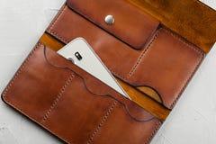 Handmade коричневый кожаный бумажник открытый Стоковая Фотография RF