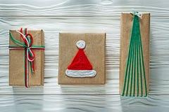 Handmade коробки подарка на рождество на торжествах co деревянной доски Стоковое фото RF
