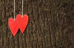 2 handmade красных сердца Стоковые Изображения