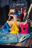 Handmade малый дом птицы и голубая схема конструкции Стоковые Изображения RF