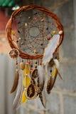 Handmade мечт улавливатель на стене в предпосылке Стоковая Фотография