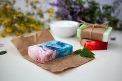 Handmade мыло на бумаге ремесла стоковое фото rf