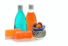 Handmade мыло, бутылка 2 геля ливня и ваза Стоковое Изображение RF