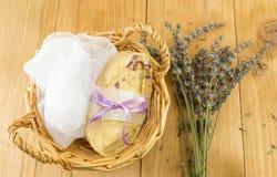 Handmade мыло в корзине Стоковые Изображения RF