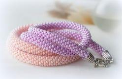 2 handmade ожерелья от шариков розовых и сирени Стоковое фото RF
