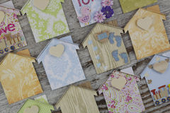 Handmade дома в деревянной предпосылке Стоковое Фото