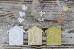 Handmade дома в деревянной предпосылке Стоковая Фотография RF