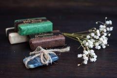 Handmade органический крупный план мыла экзотическая спа продуктов массажа цветка облицовывает полотенце Стоковые Изображения