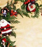 Handmade орнамент рождества округлил в беспорядке с игрушками, свечами, елью, годом сбора винограда ленты деревянным бумажным Стоковые Фото