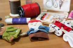 Handmade палец куклы рождества для подарка рождества на деревянном backgr Стоковые Изображения RF