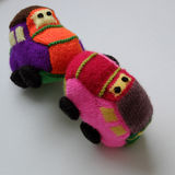 Handmade подарок для детей, малолитражный автомобиль knit Стоковое Изображение RF