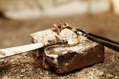 Handmade процесс ювелира, изготовление украшений Стоковое Изображение RF