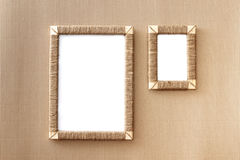 2 handmade рамки фото заплели джут против предпосылки рифлёного фибрового картона Стоковые Изображения RF