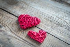 Handmade ретро сердца на деревянной предпосылке Стоковые Изображения RF