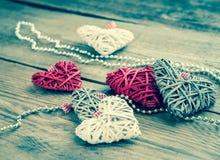 Handmade ретро сердца на деревянной предпосылке Стоковое Изображение RF