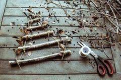 Handmade рождественская елка, подготовка к рождеству, творческое diy хобби ремесла handmade рождественская елка ремесла Стоковое фото RF