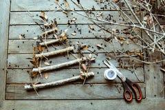Handmade рождественская елка, подготовка к рождеству, творческое diy хобби ремесла handmade рождественская елка ремесла Стоковые Фото