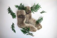 Handmade связанные носки на холодный сезон над взглядом Много различных голубых носок цвета Стоковая Фотография RF