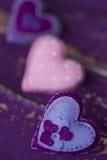 Handmade сердца игрушки войлока ткани - фиолет, розовый с шариками Стоковая Фотография RF