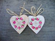 Handmade сердца на деревянной предпосылке Стоковая Фотография