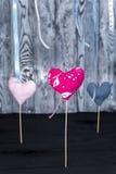 3 handmade сердца на деревянной предпосылке Стоковое Фото
