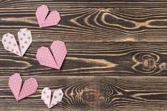 Handmade сердца против стены древесин-зерна Стоковая Фотография RF
