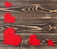 Handmade сердца против стены древесин-зерна Стоковая Фотография