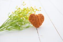 Handmade сердце вязания крючком для украшения связанный вектор Валентайн иллюстрации s 2 сердец дня Стоковые Изображения