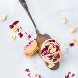 Handmade сырцовые бары энергии протеина или чизкейки, закуска superfood здоровая стоковое фото