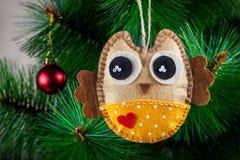 Handmade сыч на дереве Стоковая Фотография