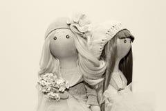 2 handmade тряпичной куклы - белокурой и коричнев-с волосами Стоковое Фото