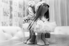 2 handmade тряпичной куклы - белокурой и коричнев-с волосами Стоковое Изображение