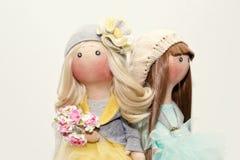 2 handmade тряпичной куклы - белокурой и коричнев-с волосами Стоковое Изображение RF