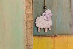 Handmade украшение смертной казни через повешение белых овец Стоковое фото RF