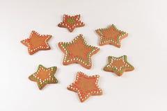 Handmade украшенные печенья имбиря стоковые фотографии rf
