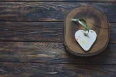 Handmade форма сердца на деревянном куске Стоковые Изображения RF