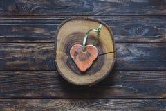 Handmade форма сердца на деревянном куске Стоковая Фотография