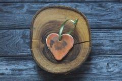 Handmade форма сердца на деревянном куске Стоковые Фото