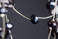 Handmade ювелирные изделия сделанные шариков в макросе ожерелья от черных шариков ожерелья от камней стоковые изображения