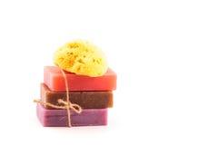 Кирпичи handmade мыла с естественной губкой моря. Принципиальная схема СПЫ. Стоковое Фото