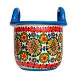 Handmade artystyczny bolący kolorowy dekorujący ceramiczny kosz z dwa rękojeściami na białym tle z ścinek ścieżką obrazy stock