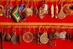 Handmade azjatykci biżuteria kolczyki na czerwonym tle jako indyjski mody pojęcie Zdjęcie Stock