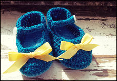 Handmade baby shoes. Crochet baby shoes with ribbon Royalty Free Stock Photography