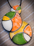 Handmade barwiona kolia z breloczkiem Obraz Royalty Free