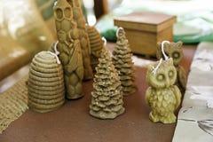 Handmade beeswax świeczki z różnymi kształtami Fotografia Royalty Free
