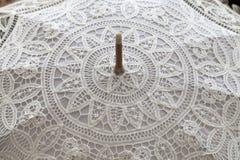 Handmade biel koronki parasol, zamyka up Obraz Stock
