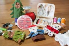 Handmade Bożenarodzeniowy lala palec dla Bożenarodzeniowego prezenta na drewnianym backgr Zdjęcie Royalty Free