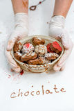 Handmade czekolady w koszu Obraz Royalty Free